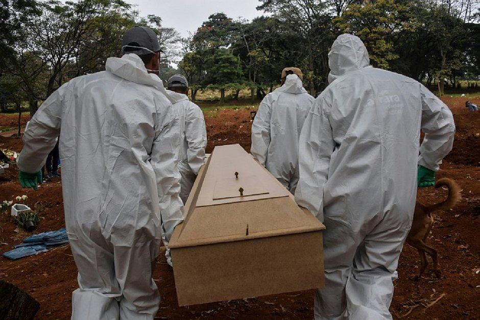 Brasil passa Reino Unido e se torna 2º país do mundo em total de mortos