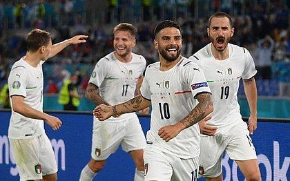 Insigne comemora o terceiro gol da Itália sobre a Turquia