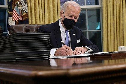 Biden pressiona China com investigação sobre o vírus antes de cúpula do G-7
