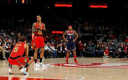 Atlanta Hawks segura a bola por oito segundos em memória de Kobe Bryant durante jogo contra o Washington Wizards