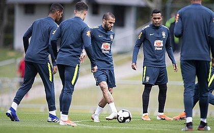 Daniel Alves será, mais uma vez, capitão da seleção brasileira