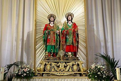 Salvador possui uma única paróquia destinada à devoção dos santos mártires, que foram cientistas e médicos