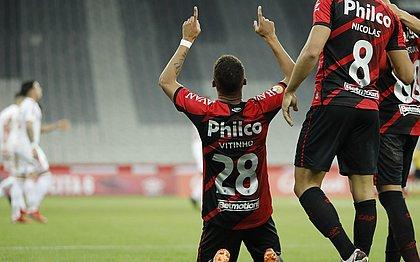 Vitinho foi autor do segundo gol do Athletico-PR