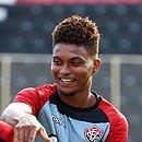Lucas Ribeiro tem 20 anos e jogou apenas 16 partidas pelo Vitória