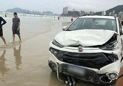 Motorista desmaia ao volante e invade praia com caminhonete desgovernada; VÍDEO