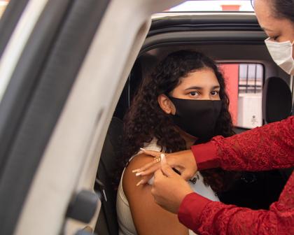 Ministério da Saúde volta a recomendar vacinação de adolescentes contra a covid