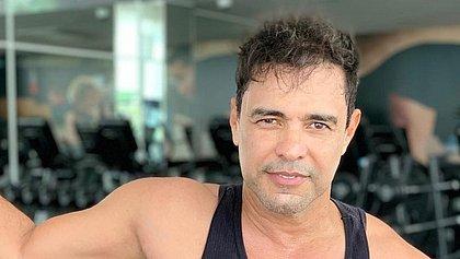 Após se sentir mal, Zezé Di Camargo passa por procedimento cardíaco