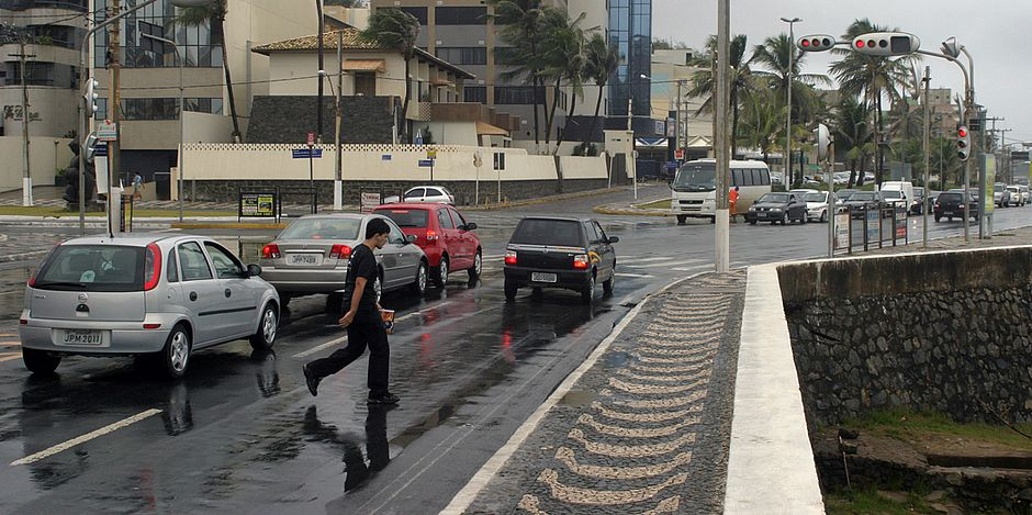 Motorista que quiser seguir no sentido Rio Vermelho, neste trecho da Avenida Oceânica, terá que pegar a Adhemar de Barros
