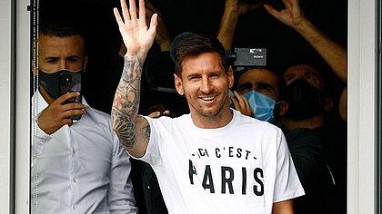 'Saída de Messi destampou problemas do Barcelona', diz Koeman