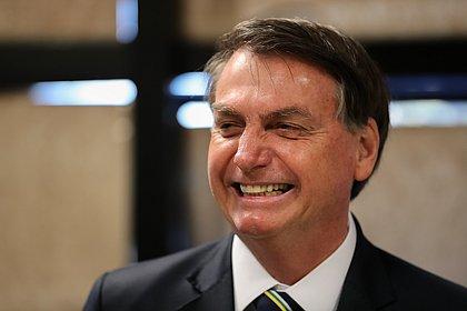 Bolsonaro veta uso de máscara obrigatória no comércio e templos