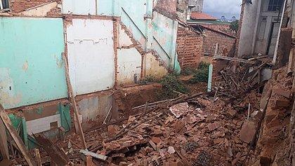 Nove famílias tiveram que deixar imóvel vizinho ao que desabou na Soledade