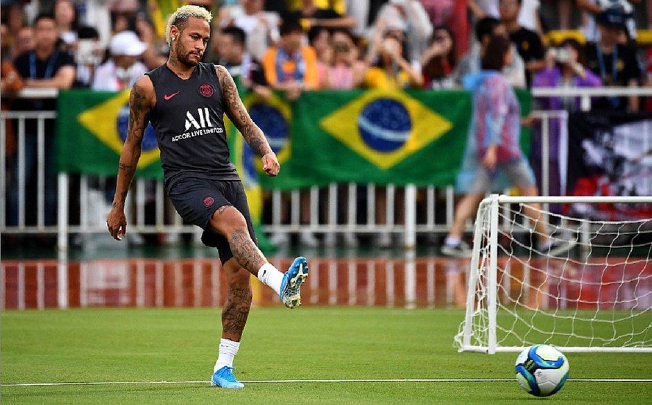 Fim da novela: Neymar fica no PSG e terá de reconquistar o clube