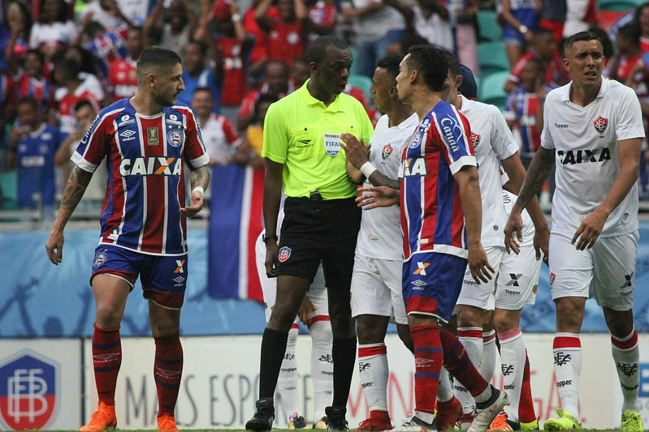 Luiz Flávio de Oliveira apitou Ba-Vi da final do Baiano