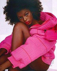 Sophia Laura, 16 anos. Desfilou no AFD a primeira vez em 2019. Posou para revistas do Brasil, como a Vogue, da Coreia do Sul e do Japão, onde vestiu a coleção da cantora Nicki Minaj. Será agenciada em São Paulo.