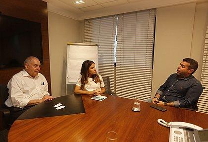 O presidente do Conselho da Rede Bahia, Antonio Carlos Júnior, a diretora do CORREIO, Renata Correia e Wilton Oliveira, do Shopping da Bahia