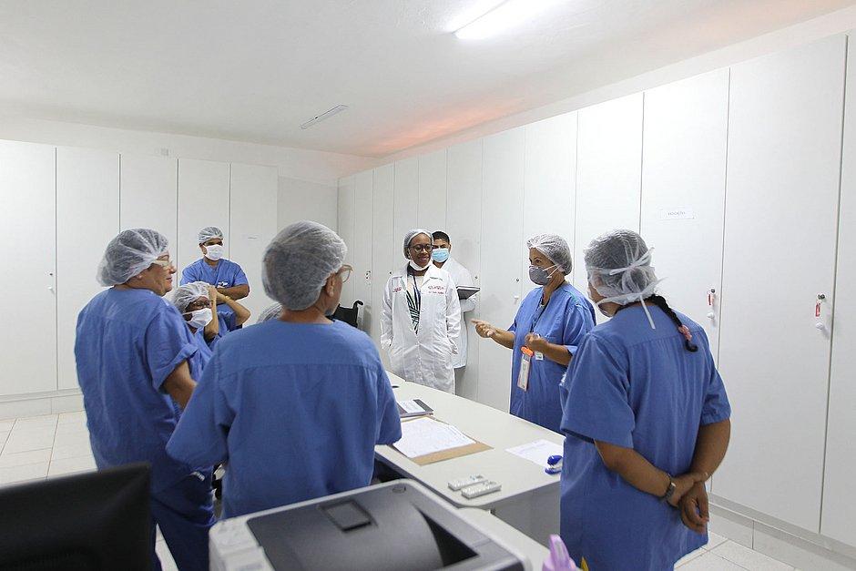 Hospital montado no Fazendão recebe primeiros pacientes
