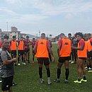 Recuperado de torção, Felipe Gedoz treina com o elenco no CT do Avaí, em Florianópolis