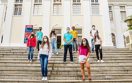 Estudantes do Colégio Antônio Vieira que passaram por seis etapas para chegar à final