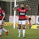 Gabigol marcou três gols sobre o Bahia