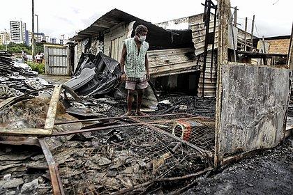 Oficina e veículo são destruídos por incêndio na Baixa de Quintas