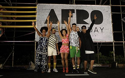 Margareth Menezes e outras personalidades desfilaram no AFD 2016
