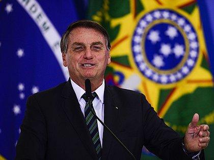 'Pouco diferente de hoje', diz Bolsonaro sobre ditadura militar