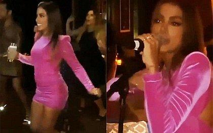 Anitta comemora aniversário com festa e convidados sem máscara