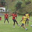 Jogadores do Vitória em treino nesta quinta-feira (22)