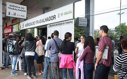 Taxa de desemprego fica em 11% no trimestre até dezembro, revela IBGE