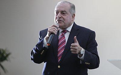 Antonio Carlos Júnior, Professor da Eaufba desde 1979, se formou na Escola e hoje preside a Rede Bahia