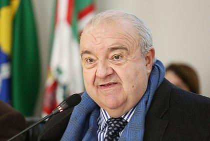Rafael Greca, do DEM, é reeleito prefeito de Curitiba