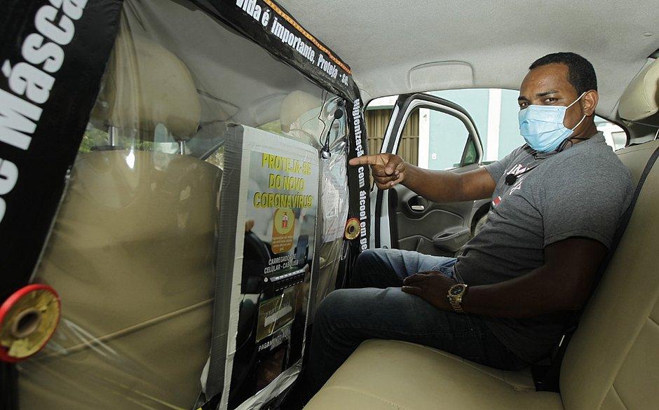 Marcelo afirma ser o primeiro motorista de aplicativo de Salvador a instalar o equipamento de proteção