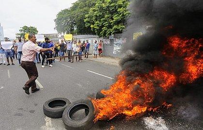 Manifestantes incendiaram pneus