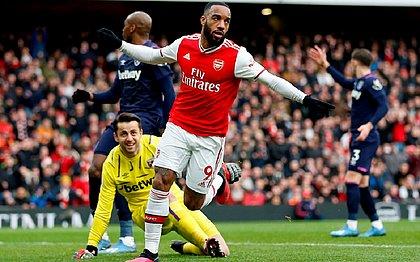 Arsenal vence West Ham no fim e mantém sonho de ir à Champions