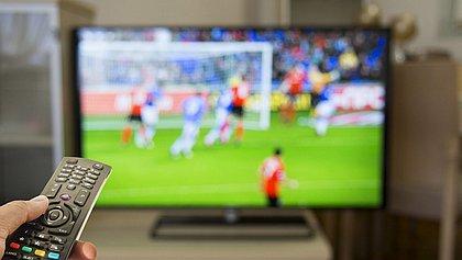 Futebol na TV: Saiba onde vão passar os jogos desta segunda-feira