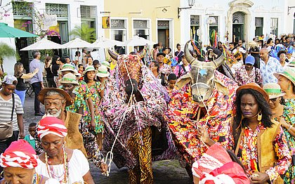 Cortejo do Largo do Cruzeiro de São Francisco ao casarão na Rua das Laranjeiras marcou a inauguração do Pouso das Artes