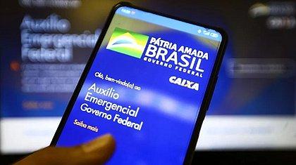 Bolsonaro diz que vai manter auxílio emergencial se pandemia continuar
