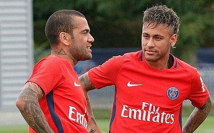 Daniel Alves condenou a agressão de Neymar a um torcedor
