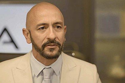 O ator pernambucano Irandhir Santos interpreta o vilão Álvaro em Amor de Mãe