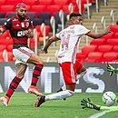 Gabigol decretou a virada do Flamengo sobre o Inter no Maracanã