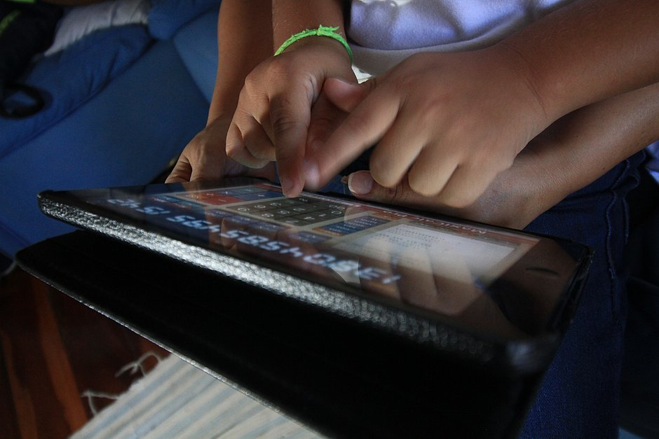 Geração hiperconectada desafia pais a entenderem fascínio por ídolos digitais