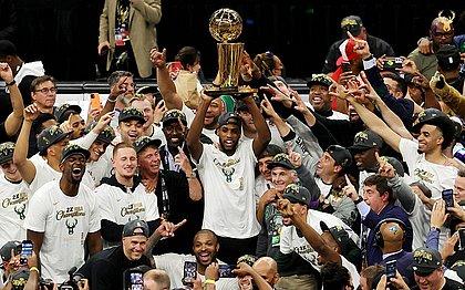 Jogadores festejam o título da NBA