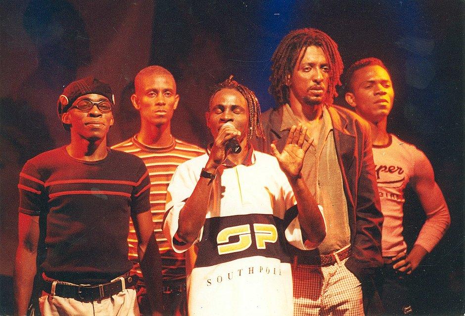 Cabaré da Rrrrraça no ano de 2000: um dos maiores sucessos do repertório do grupo