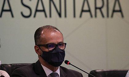 Anvisa pedirá a Bolsonaro veto ao prazo de 5 dias para análise de vacinas