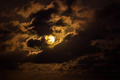 Superlua brilha no céu e chama a atenção de baianos