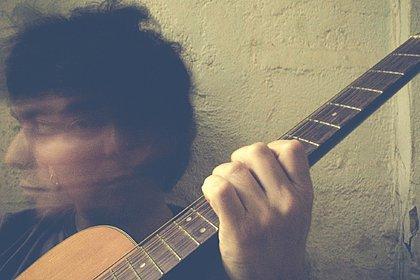 O produtor e guitarrista Jorge Solovera lança seu primeiro projeto solo nesta quinta (15)