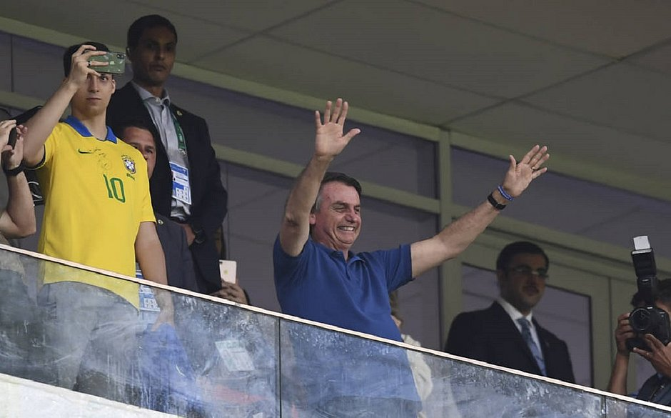 Renato Gaúcho vira consultor de Bolsonaro em discussão pela volta do futebol