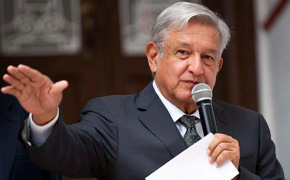 López Obrador assume Presidência do México após 32 anos de liberais