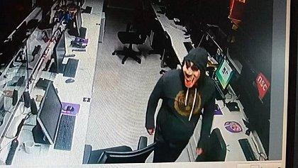 Afiliada da Globo em SC é invadida por ladrões com máscaras de palhaço