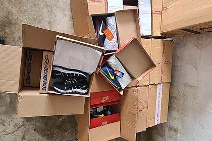 Mais de 10 mil pares de calçados e bolsas falsificados foram apreendidos